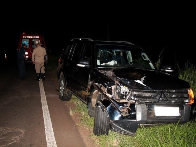 Parte frontal do veículo ficou completamente destruída. - Crédito: (Acácio Gomes / Nova News)
