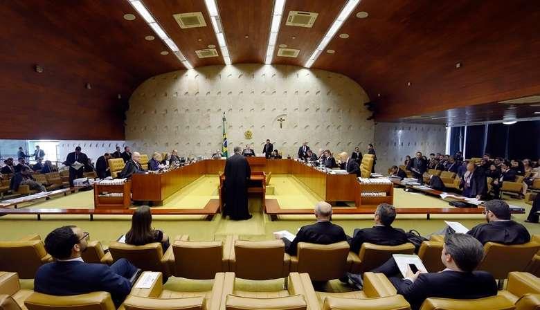 DATAFOLHA Atuação do STF é aprovada por 19% e reprovada por 39% dos brasileiros 29 dezembro 2019 - 10h07Por G 1 Ministros e advogados no plenário do Supremo Tribunal Federal durante a sessão de 5 de dezembro de 2019 - Crédito: Rosinei Coutinho/SCO/STF