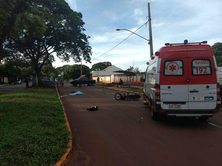 Acidente ocorreu no cruzamento das ruas Toshinobu Katayama e Iguassu - Crédito: Osvaldo Duarte/Arquivo/Dourados News (adsbygoogle = window.adsbygoogle || []).push({}); SAIBA MAIS PORTAL DE DOURADOS Jovem morre após invadir preferencial e ser atrope