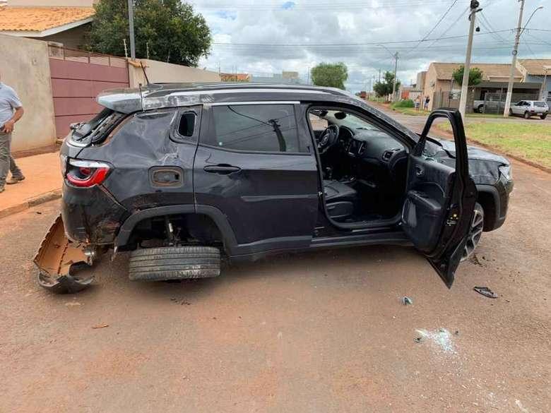 Jeep ficou destruído no acidente. - Crédito: Jovem Sul News