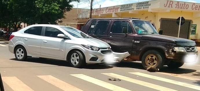 Na manhã deste domingo, veículos se envolveram em acidente no centro