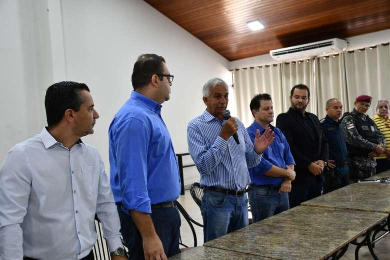 Autoridades se reuniram com produtores no Sindicato Rural - Crédito: Hedio Fazan/Dourados News