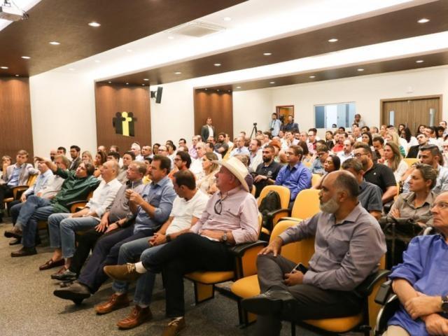Prefeitos durante seminário na sede da Assomasul (Foto: Silas Lima)