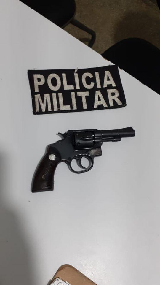 Após denúncias, homem de 48 anos foi preso com revolver calibre 32 em Deodápolis