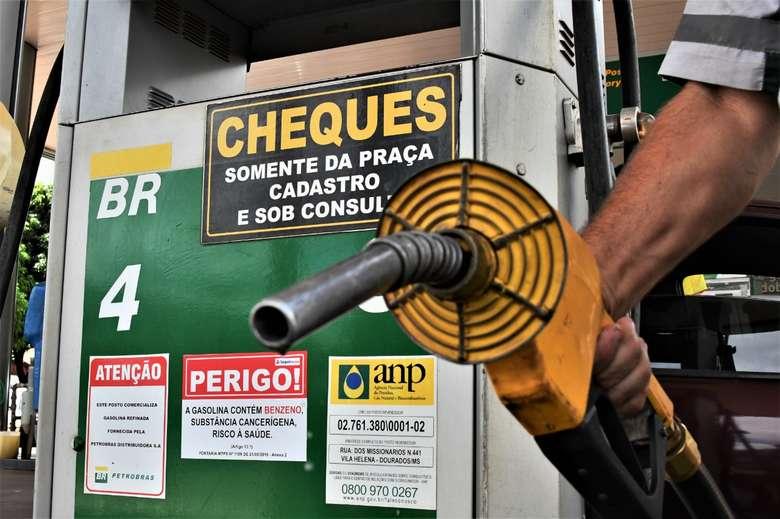 Em Dourados, litro da gasolina ficou até 20 centavos mais caro - Crédito: Hedio Fazan/Dourados News
