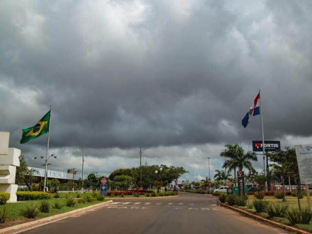 Fronteira de Ponta Porã e Pedro Juan Caballero em imagem de 23 de janeiro. (Foto: Marcos Maluf)