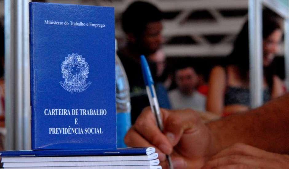 Ainda assim, 3,2 milhões de trabalhadores devem perder o emprego Foto: Marcello Casal Jr/Agência Brasil / Estadão Conteúdo