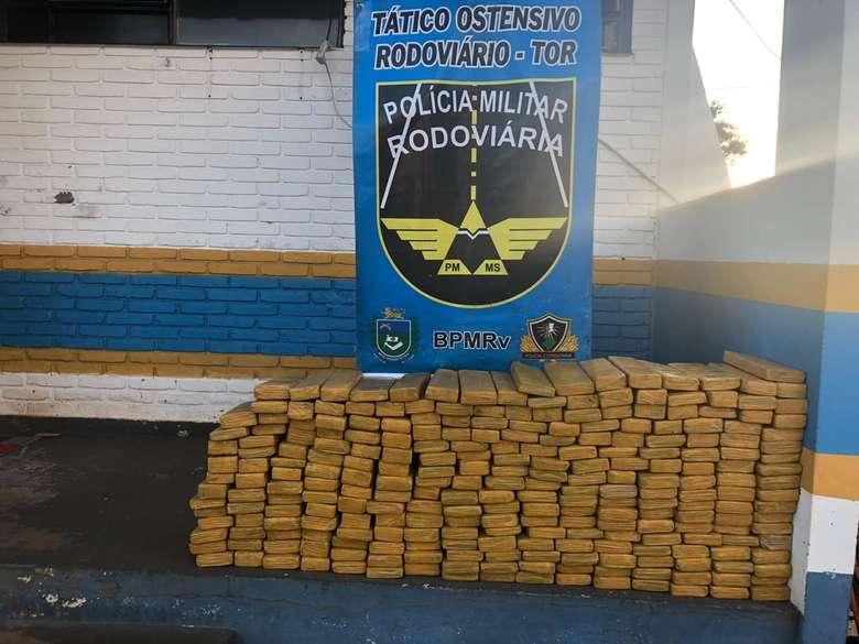 Foram encontrados 254 tabletes de maconha no veículo - Crédito: Divulgação