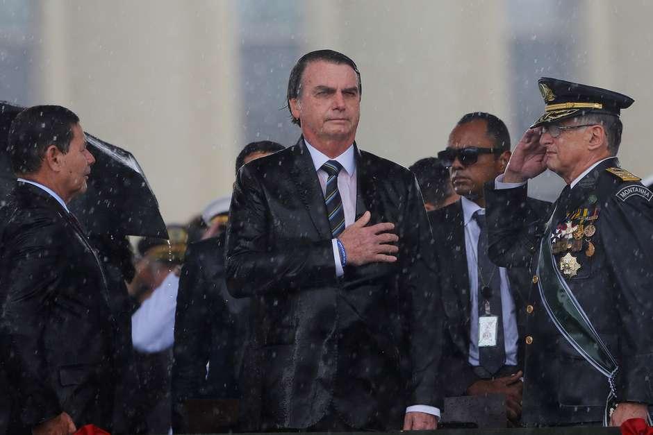 Militares dizem que Bolsonaro virou presidente