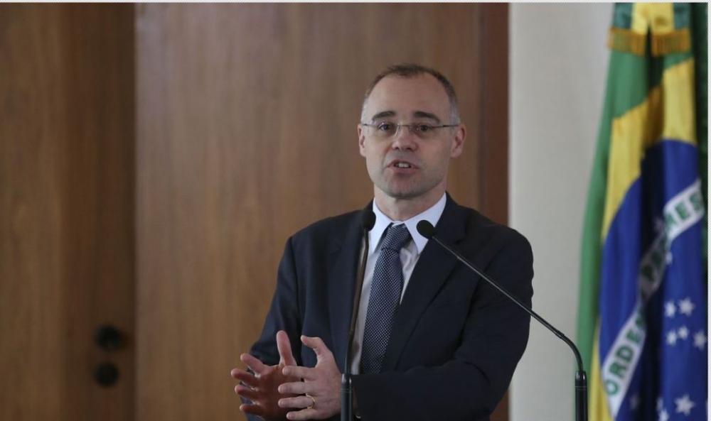 Bolsonaro nomeia André Mendonça para a Justiça e Ramagem para a PF