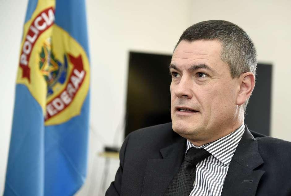 Governo tem 72 horas para esclarecer demissão de Valeixo