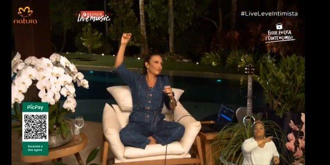 Ivete Sangalo 'pausa' live após ficar emocionada ao lembrar morte da mãe