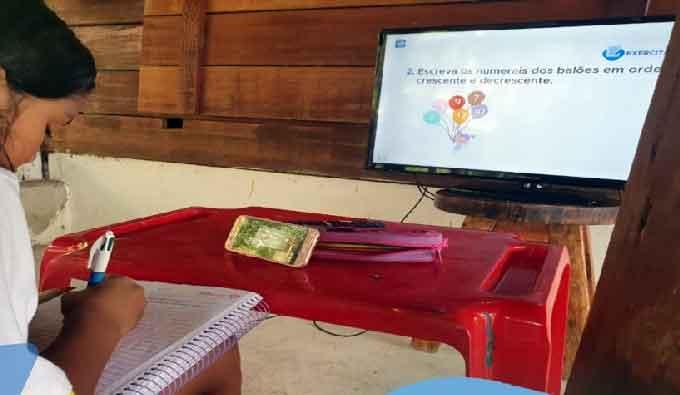 Escolas mantêm aulas suspensas até 30 de junho e alunos acompanham pela TV aberta (Reprodução, Prefeitura de Manaus)