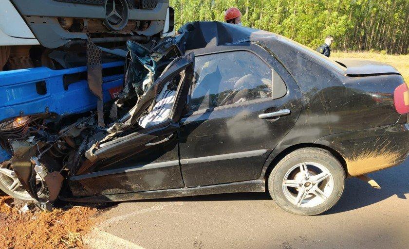 Professora e duas crianças morreram em acidente entre carro e carreta na BR-262
