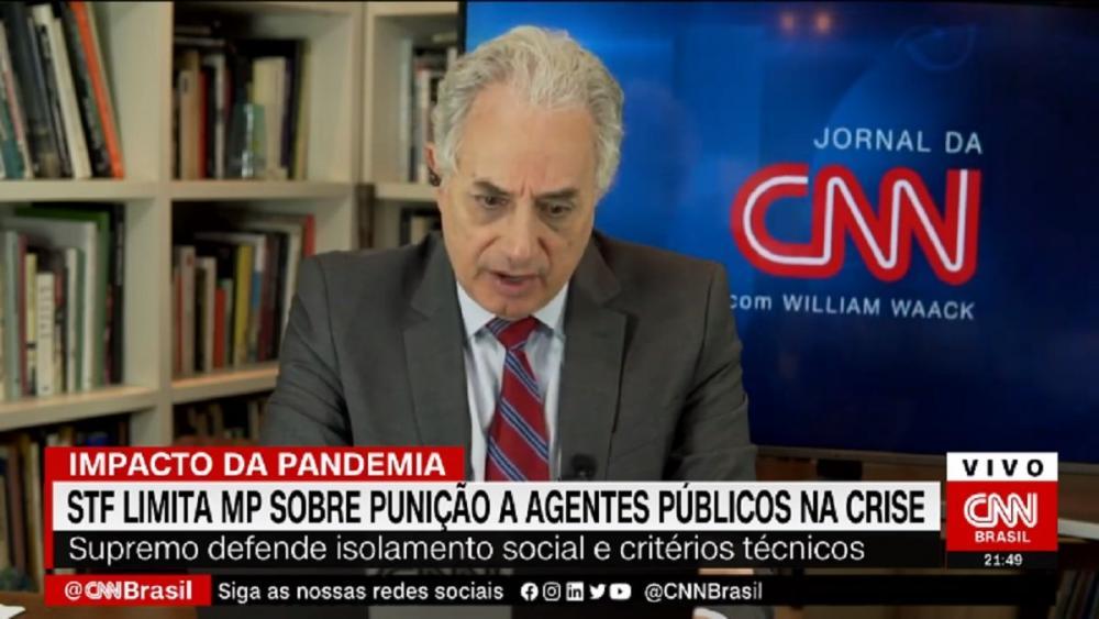 William Waack chama 'Jornal da CNN' de 'Jornal Nacional' e vira meme