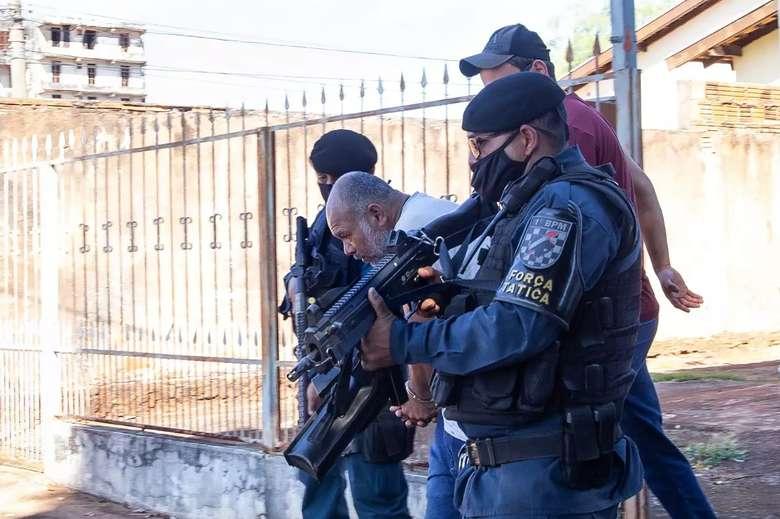 """A pedido da defesa """"Pedreiro Assassino"""" é transferido para presídio"""