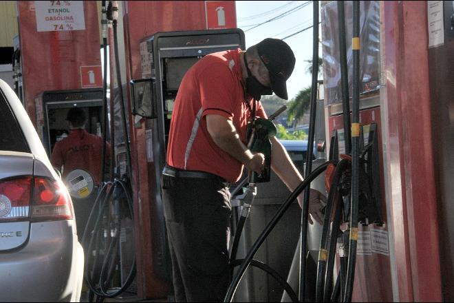 Com novo aumento nas refinarias, gasolina pode ficar mais cara ao consumidor