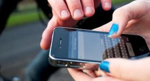 Suspeito foi detido por roubo de celular; a vítima reconheceu características da moto e das roupas do acusado