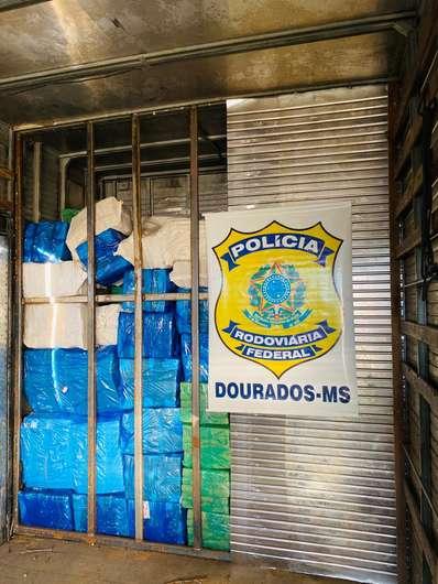 Homem é preso transportando toneladas de maconha na BR-463