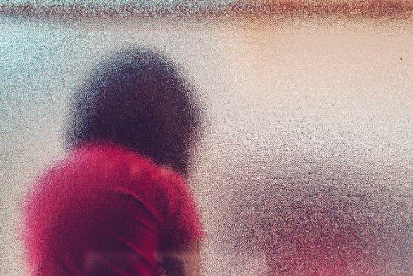 Mãe é suspeita de forçar menina de 6 anos a participar de sessões de estupro com padrasto