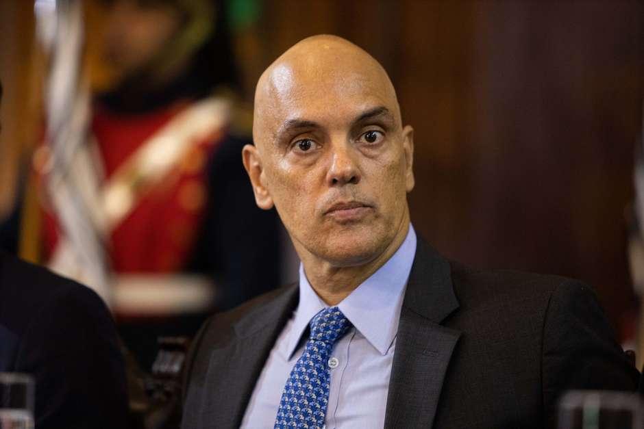 Moraes manda governo voltar a divulgar dados da covid-19