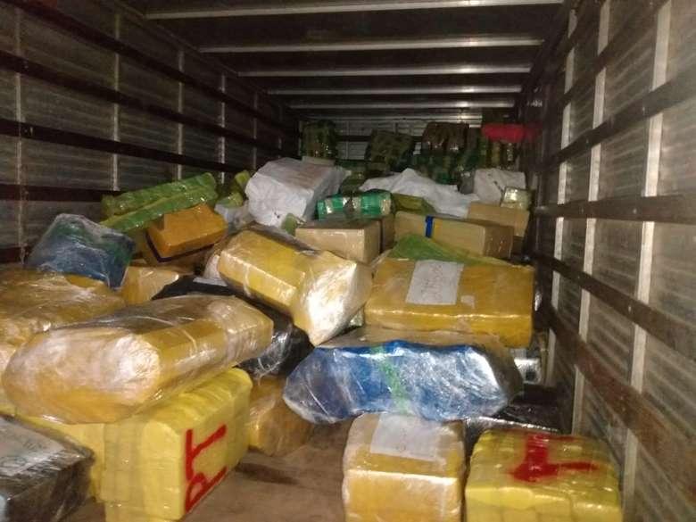 Maconha apreendida por policiais do DOF e Bope totalizou 10 toneladas - Crédito: Divulgação