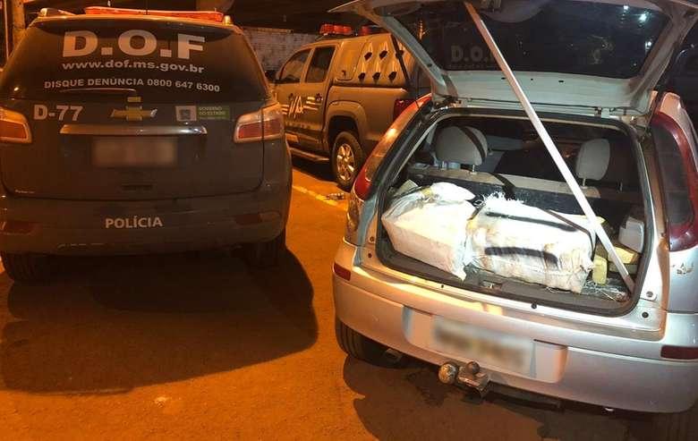 Polícia encontra veículo abandonado em rodovia com 400kg de maconha