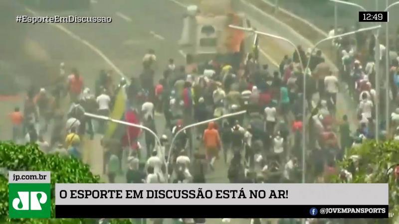 Veículos militares avançam sobre manifestantes a favor de Guaidó na Venezuela; veja