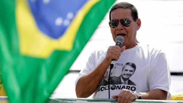 Mourão fala sobre décimo terceiro e férias no Brasil