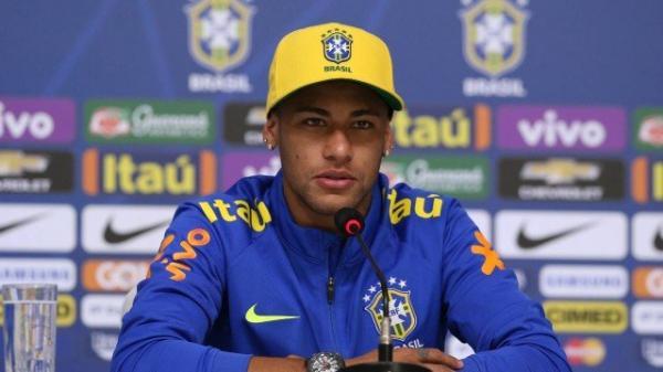 Vai pro PSG? Neymar EXALTA Paquetá em coletiva!